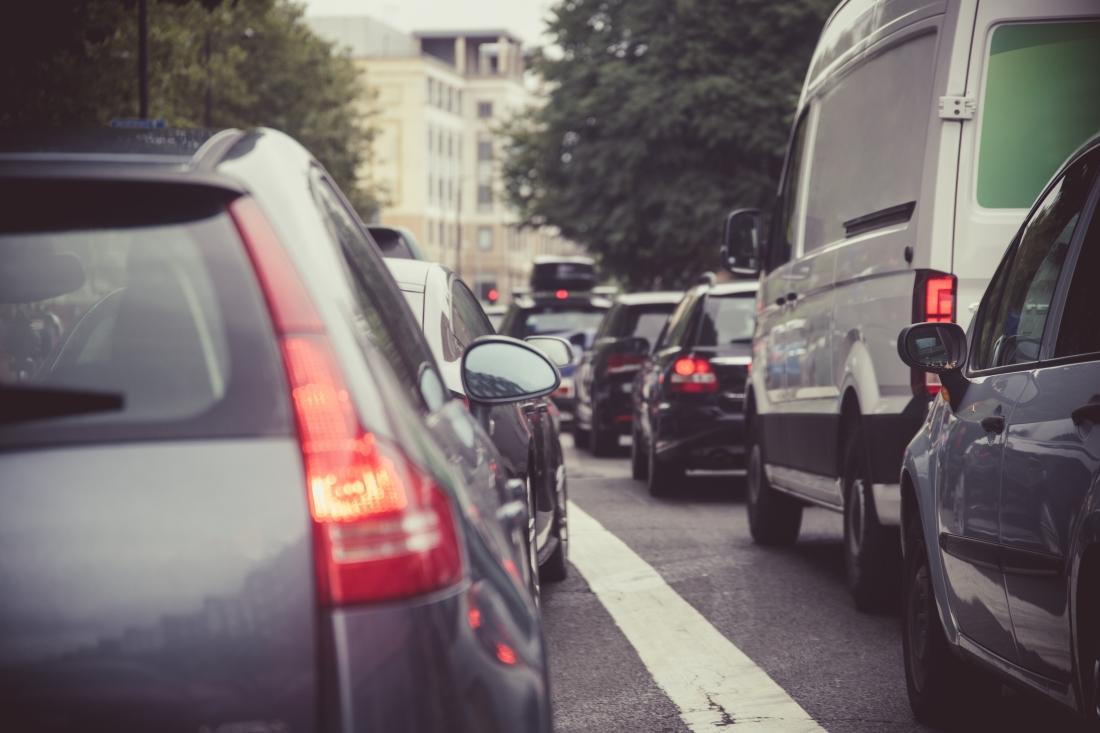 SS_Heavy traffic on a London street
